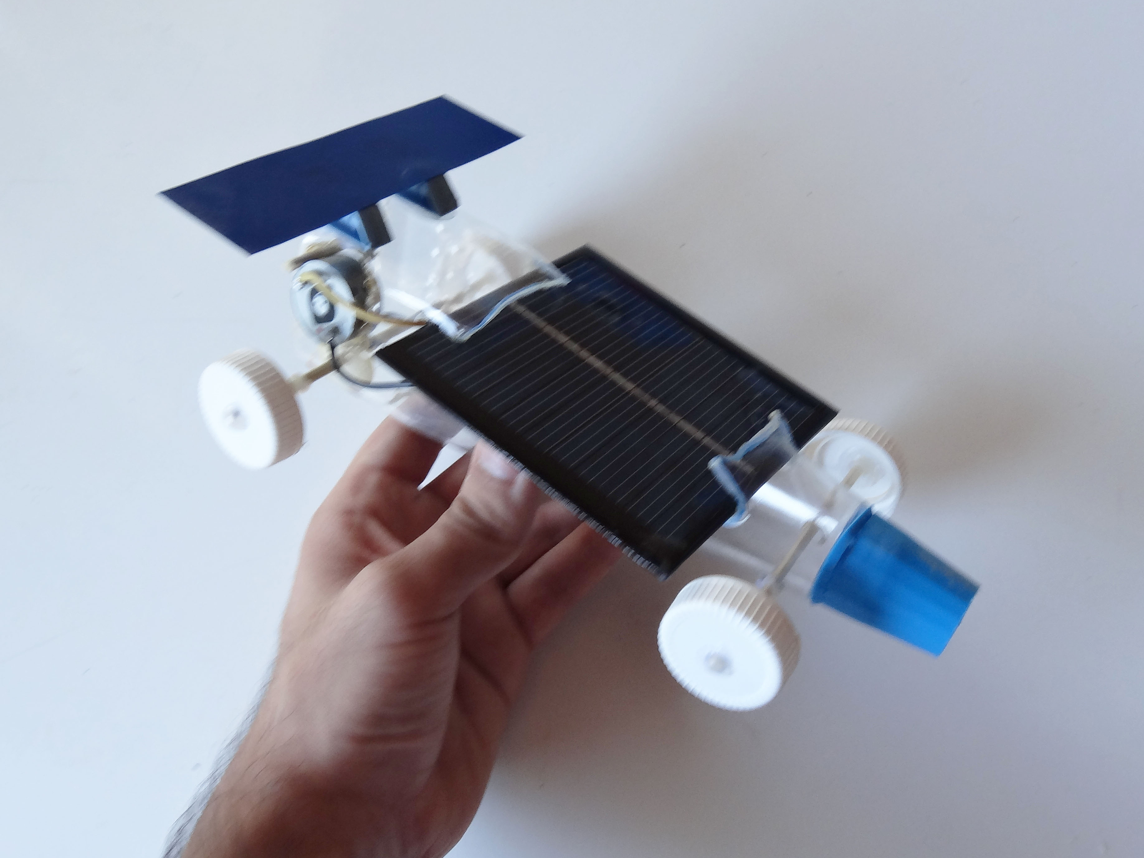 o Hacer Un Autito Solar Casero together with Tracked additionally Solar Tape moreover Tesla App Monitors Powerwall Solar Home Energy likewise Watch. on solar panel diy