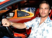 Padre de Paul Walker Demanda...